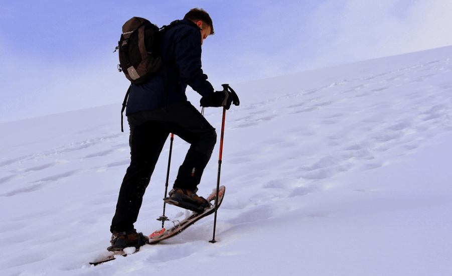 11 Best Snowshoes for Men & Short Guide on How to Choose