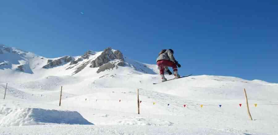25 Best Snowboarding Pants for Men (Amazon Best Sellers)