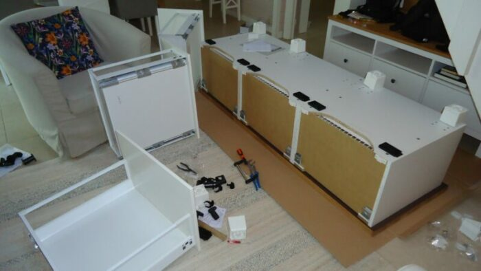 The mess called Ikea Metod/Bodbyn bench.